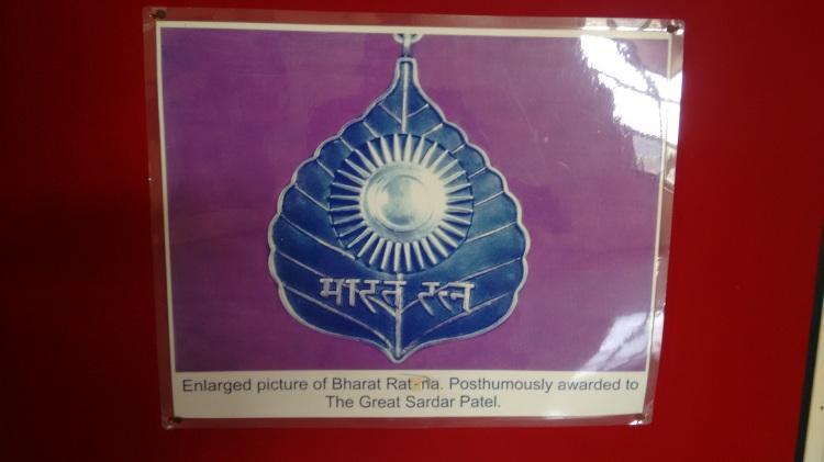 Bharat Ratna to Patel.jpg