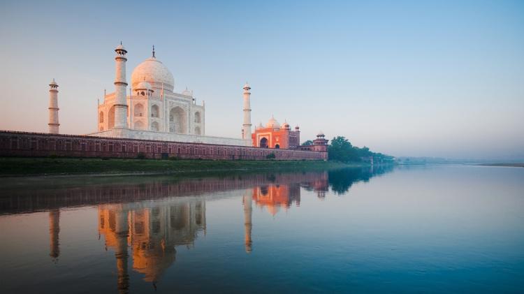 Taj by the Yamuna.jpg