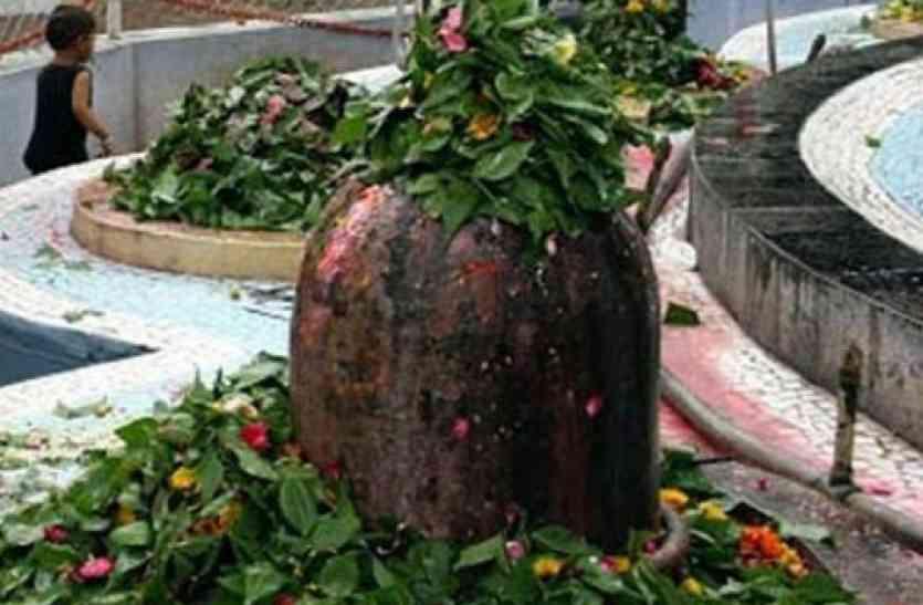 bael leaf on shivling.jpg